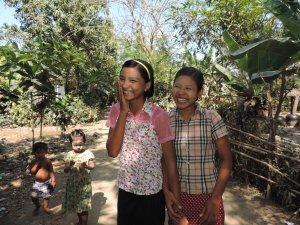 Thaw Thaw Oo och Khin Thuzar.  Foto: Moa Kärnstrand.